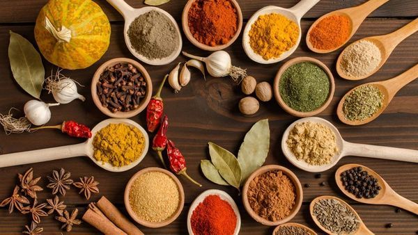 13 Best Spices That Help In Weight Loss & Boost Metabolism